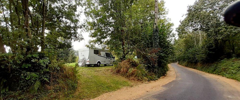 Aire camping-car à Elliant (29370) - Photo 1
